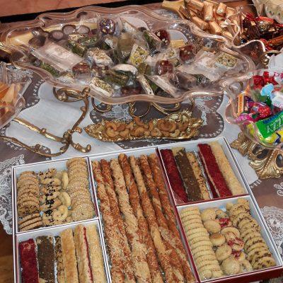 菓子皿に入ったサウジアラビアのスイーツ