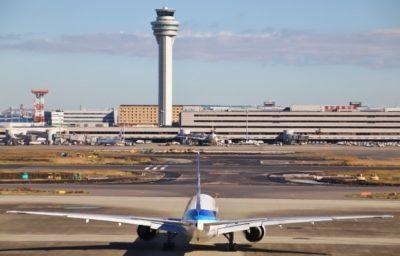 空港と管制塔